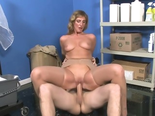 Busty 45 Years Old Cougar Lynn Fucked By JMac s Big Cock 1920x1080 4000k straight mature